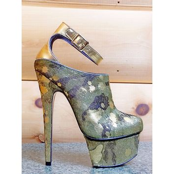 London Trash Wynne Shoe Camo Army Gold Platform 7 Inch High Heels