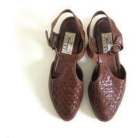 vintage leather huaraches. women's t strap sandals. brown leather shoes. size 7