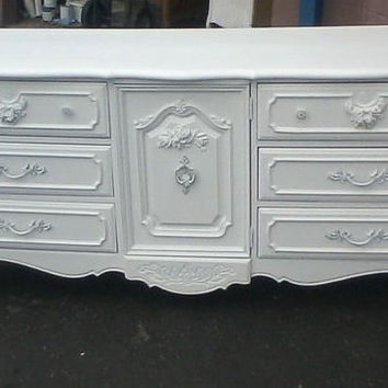 Vintage French Provincial Dresser by Stanley