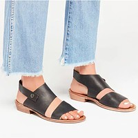 New hot style wooden soles with large, low-heeled open-toe sandals