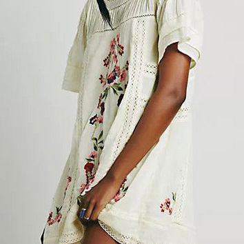 Embroidered Lace-Trim Contrast Stitching Dress