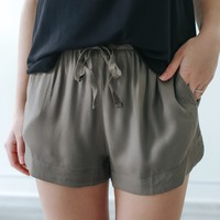 Off the Road Shorts - Olive