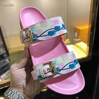 LV simple and versatile beach sandals for men and women shoes