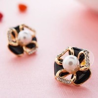 Korean Stylish Pearls Double-layered Leaf Earrings [10412427732]