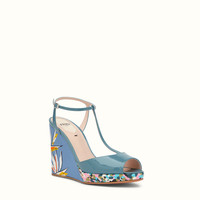 FENDI | WEDGE-HEEL SANDALS in blue patent leather with paradise flower wedge