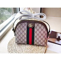 GUCCI chic casual lady print stripe shoulder bag shell bag is a hot seller