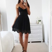 Black Straps V-neck Lace Short Homecoming Dresses