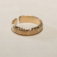 14K yellow gold toe ring with leaf design