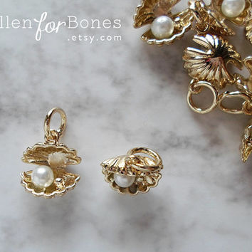 Gold Seashell Charm Oyster with Pearl Pendant Tiny Clam Nautical Jewelry Supplies ∙ 1pc