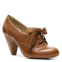 Tailor your look with vintage flair in these shootie pumps by Crown Vintage. The Cherilynoxfords will give you an effortless lift in height and style.