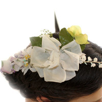 Camellias Romantic Fascinator white camellias and yellow lovely brooch Fascinator