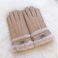 UGG Women's gloves with excessive hair