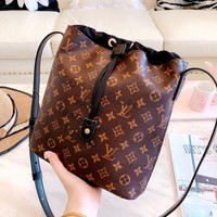 LV new classic old flower logo female models bucket bag Messenger bag