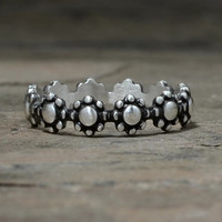 Dainty Linked Flowers Sterling Silver Ring aka Delicate Flower Circle Ring