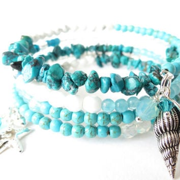 Seashore inspired boho wrap bracelet in turquoise & white, OOAK beaded memory wire cuff with starfish and seashell charm