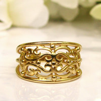 Antique Style Gold Filigree Wedding Ring 14K Yellow Gold Ladies Wedding Band Stackable Ring Vintage Wedding Accessory Band of Gold Size 5!