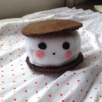 S'more handmade felt toy plushie made of brown and white felt. A fun stuffed food toy!
