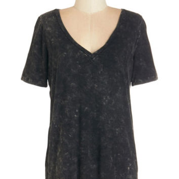 ModCloth Mid-length Short Sleeves Geological Choice Tee in Augite