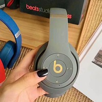 Grey Beats Solo 3 Wireless Classic Cool Magic Sound Bluetooth Wireless Hands Headset MP3 Music Headphone with Microphone Line-in Socket TF Card Slot