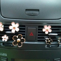 New 4pcs Daisy Handmade Car Vent Clip, Car Air Freshener, Car Interior, Car Accessory, Car Fragrance in Pink, Black and White Color