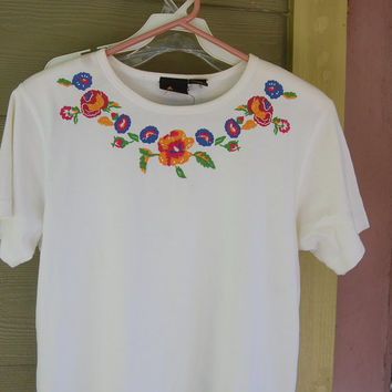 Vintage Liz Claiborne White Floral Embroidered Short Sleeve Top Shirt Blouse Size Petite Small
