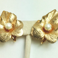 Sarah Coventry Leaf Earrings Pearl Accent Brushed Gold Tone Clip Style Vintage