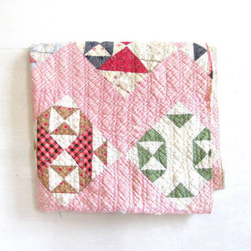 1950s Vintage / antique feedsack fabric quilt // small blanket