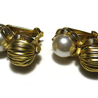 Vintage Faux Pearl Earrings Textured Gold Tone Clip On Womens Formal Jewelry