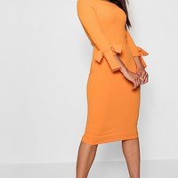 Sophie Off The Shoulder Contrast Bow Midi Dress | Boohoo