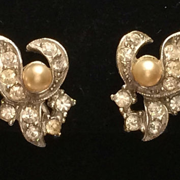 Vintage Valjean Pearl Rhinestone Screw Back Earrings Floral Silver 1950s Gems Bright Shiny Costume Film Stage Jewelry Making Supplies