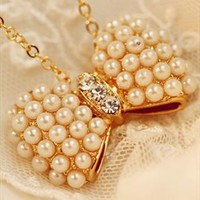 Bow pearl necklace from Moonlightgirl