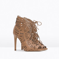 Cage leather sandal