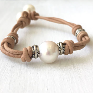 Leather pearl bracelet, leather pearl bracelet, single pearl bracelet, pearl bracelet, leather bracelet, leather and pearls