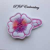 White Felt Flower With Pink Purple Verirgated Thread Snap Clip Barrette