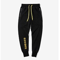 Aolamegs Men's Jogger Pants High street Gothic Letter Printing Casual Sweatpants Zipper Pocket Fashion Men's Hip Hop Trousers