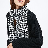 Houndstooth Scarf in Black and White - Urban Outfitters
