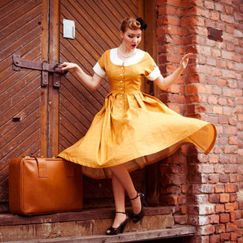 50's style dress, gold yellow / ocher houndstooth cotton with white collar and front buttoning, swing skirt, size 6