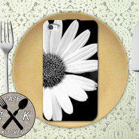 Daisy Flower Close Up Tumblr Photography Cute Custom Rubber Tough Phone Case For The iPhone 4 and 4s and iPhone 5 and 5s and 5c