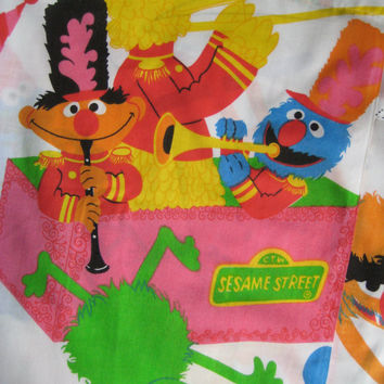 Vintage Sesame Street Circus TWIN Size Bed Kids Bedding Flat Sheet Muppet Big Bird Bert Ernie Cookie Monster Oscar Clean Gently Used RARE