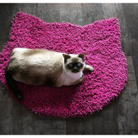 Fluffy fuchsia carpet - cat head shape