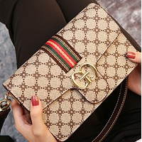 The new versatile one-shoulder messenger leather fashion simple small square bag