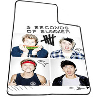 5sos face aea3f936-a1f2-4864-82f5-08c0cafcf3de for Kids Blanket, Fleece Blanket Cute and Awesome Blanket for your bedding, Blanket fleece *AD*