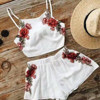 Fashion Sexy Retro Flower Embroidery Sleeveless Strap Vest Crop Top Shorts Set Two-Piece