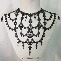 Handmade necklace in brass metal with rhinestones black decorations and adjustable size