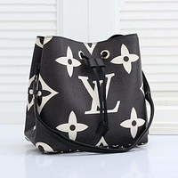 Louis Vuitton LV new drawstring letter printing bucket bag casual all-match q single shoulder messenger bag