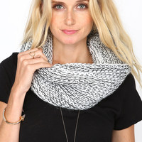 DUAL CONTRAST CHUNKY KNIT COWL SCARF