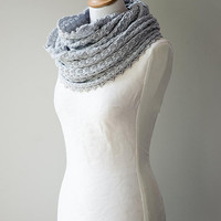 Knitted cowl, merino wool möbius scarf, wool cowl, snood, knitted wrap in light gray colour 'Tuck'