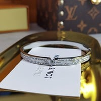 lv louis vuitton woman fashion accessories fine jewelry ring chain necklace earrings 75