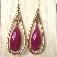 Pendulum Teardrop Earrings In Magenta