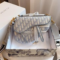 Dior's new western style and fashion all-match saddle bag simple one-shoulder messenger bag